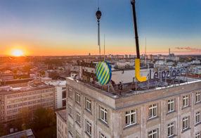 Leuchtreklame Installation am Europahaus für die Leipziger Unternehmensgruppe